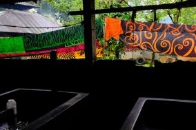 Betónové kade s farbou
