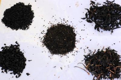 Rôzne typy čajov podľa veľkosti vysušených lístkov