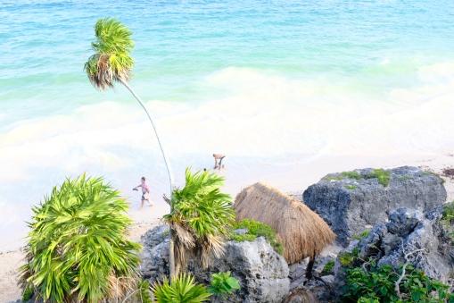 Pláž pod Tulum ruins