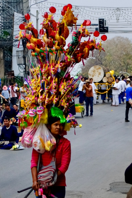Predavačka drakov na festivale kvetín